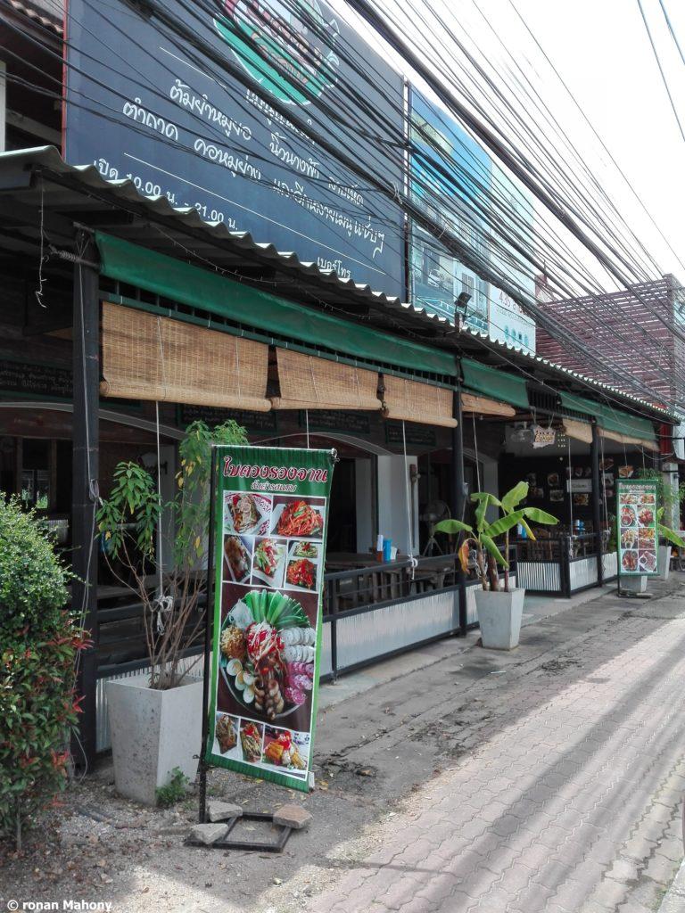 isaan food chiang mai baitung rungchan